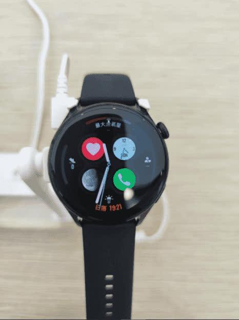 Lộ hình ảnh thực tế đầu tiên của Huawei Watch 3 chạy hệ điều hành HarmonyOS - Ảnh 2.