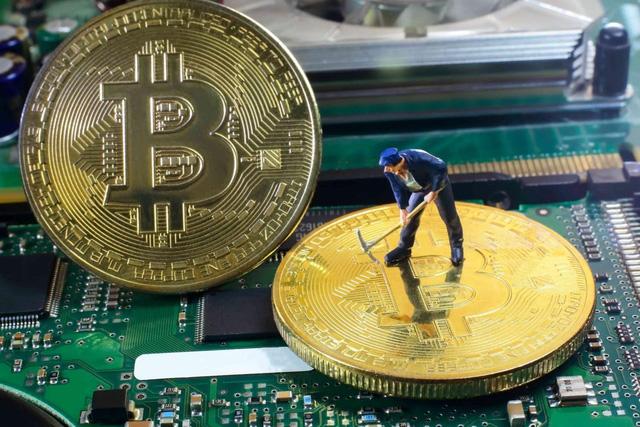 Bitcoin giảm giá tồi tệ nhất trong 1 thập kỷ - Ảnh 3.