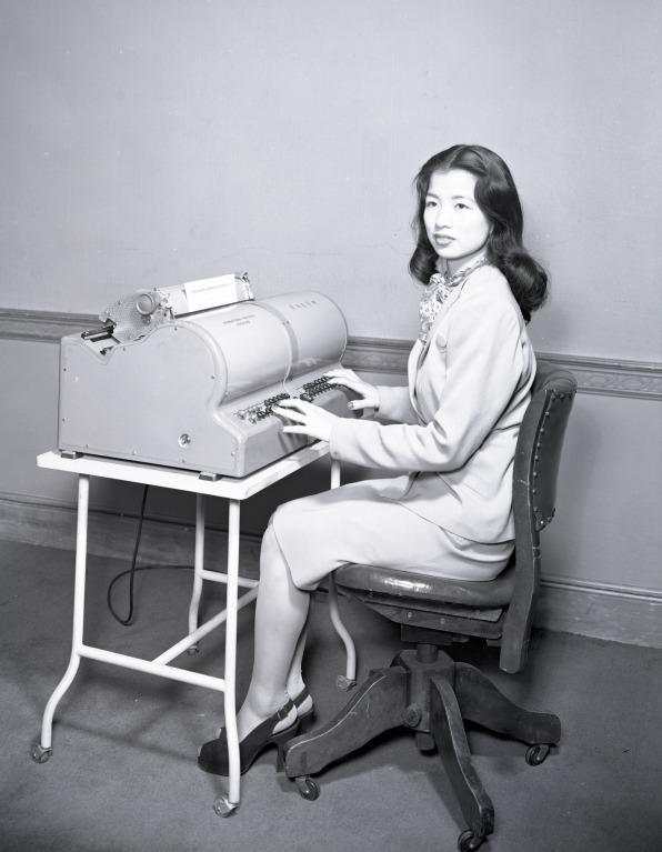 Cách cỗ máy đánh chữ 5.400 ký tự của IBM bị chinh phục bởi một người phụ nữ - Ảnh 2.