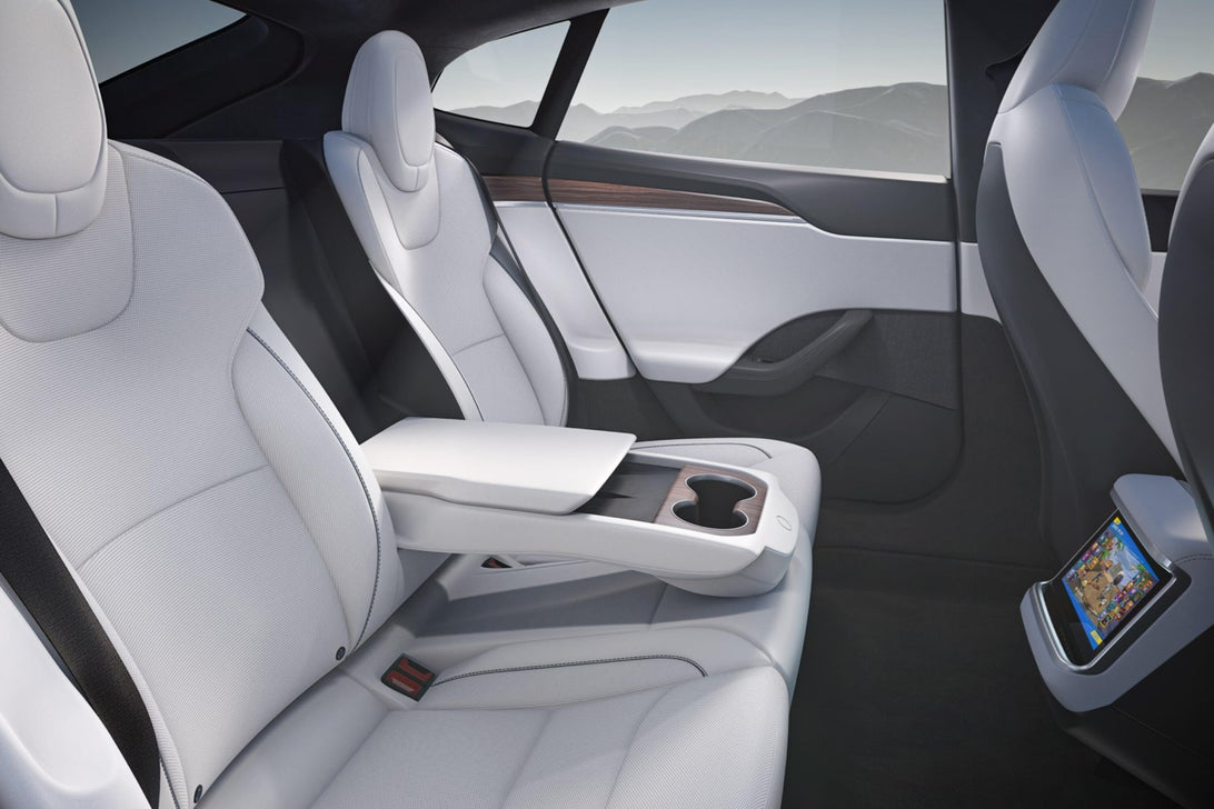 Tesla ra mắt mẫu xe Model S Plaid hiệu năng cao, tốc độ siêu nhanh, mạnh ngang PS5, giá bán từ 131.100 USD - Ảnh 9.