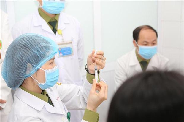 Vắc xin Covid-19 Made in Việt Nam: Tôi không hiểu sao lại ghi nhận ít tác dụng phụ nguy hiểm thế, thậm chí an toàn hơn các loại đang tiêm - Ảnh 3.
