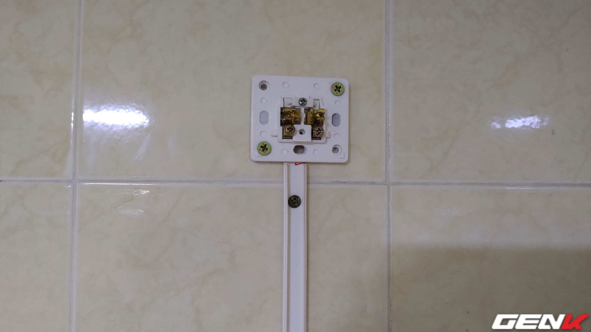 The toilet is too hot, a female friend shared how to install a fan to cool herself, which anyone can do - Photo 9.