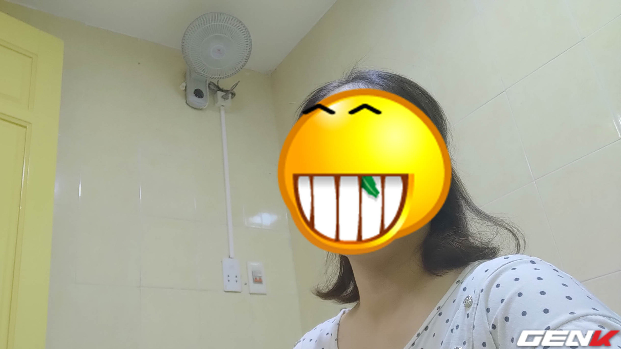 The toilet is too hot, a female friend shared how to install a fan to cool herself, which anyone can do - Photo 17.