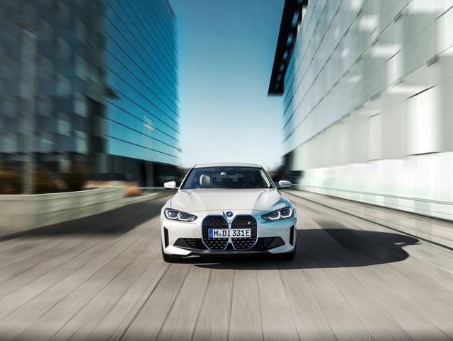 BMW i4 - chiếc sedan hạng sang chạy điện cả thế giới đang mong đợi? - Ảnh 2.