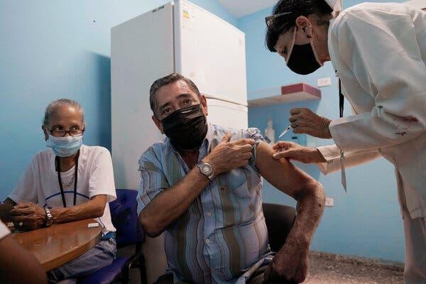 Cuba báo cáo vắc-xin COVID-19 tự phát triển hiệu quả tới 92%, đã tiêm cho 20% dân số - Ảnh 3.