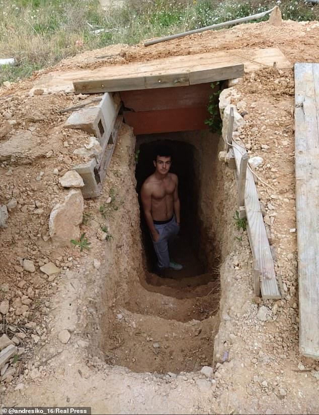 Cãi nhau với mẹ, thiếu niên ra vườn tự đào hầm ngầm rồi trang bị hệ thống sưởi và Wi-Fi để ở - Ảnh 1.