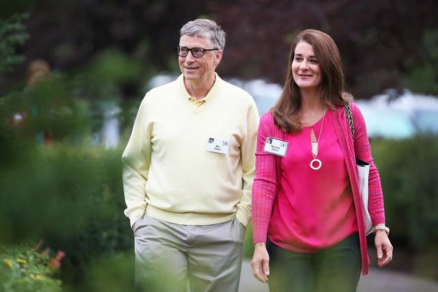 Báo Mỹ tiết lộ sốc về Bill Gates: Đi làm bằng Mercedes nhưng 1 giờ sau lại lái Porsche chở nữ nhân viên đi họp bên ngoài công ty - Ảnh 2.