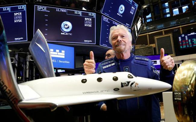 Vượt mặt Jeff Bezos, tỷ phú Richard Branson chính thức lên đường bay vào vũ trụ - Ảnh 1.