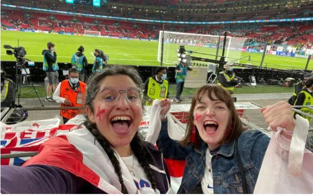 Cô gái trốn làm đi cổ vũ tuyển Anh đá Euro: mất công vì đội tuyển mất cúp, mất việc vì bị sếp thấy trên TV - Ảnh 3.