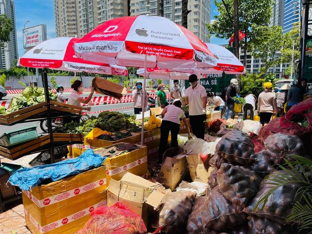 Giám đốc hệ thống điện thoại đi bán rau, thịt, trứng đồng giá giữa đại dịch Covid-19 - Ảnh 2.