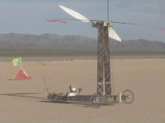 Chứng minh được xe chạy trong gió nhanh hơn gió, kênh YouTube khoa học thắng cuộc, giáo sư đã trả toàn bộ 10.000 USD tiền cược - Ảnh 1.