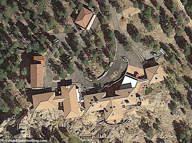 Từng có khối tài sản 100 triệu USD, John McAfee đã cạn túi trước khi ông qua đời trong tù - Ảnh 4.