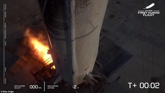 Jeff Bezos vừa tiết lộ cái giá cắt cổ cho chuyến bay lên vũ trụ 10 phút: Mỗi phút đốt 550 triệu USD! - Ảnh 2.
