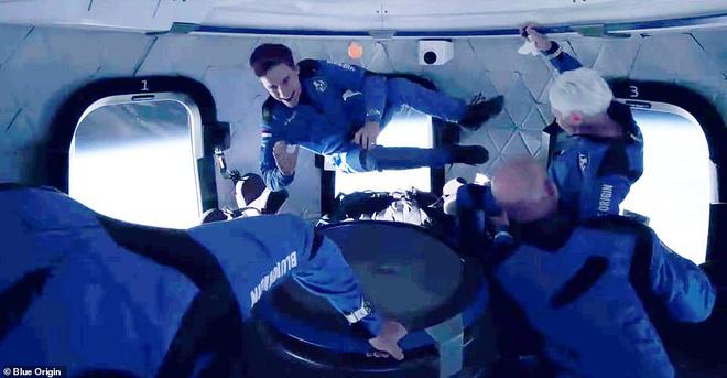 Jeff Bezos vừa tiết lộ cái giá cắt cổ cho chuyến bay lên vũ trụ 10 phút: Mỗi phút đốt 550 triệu USD! - Ảnh 6.