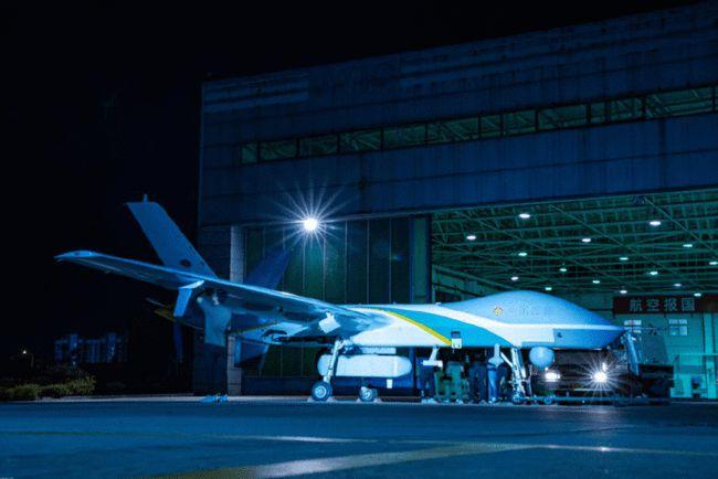 Trung Quốc phóng UAV đặc dụng, cung cấp Internet từ trên trời cho người dân vùng lũ - Ảnh 1.