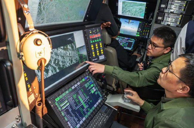 Trung Quốc phóng UAV đặc dụng, cung cấp Internet từ trên trời cho người dân vùng lũ - Ảnh 4.