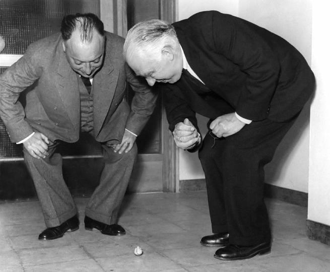 Pauli: Nhà khoa học có nọc độc đáng sợ tới mức ngay cả Einstein cũng phải lạnh gáy khi tới gần - Ảnh 12.