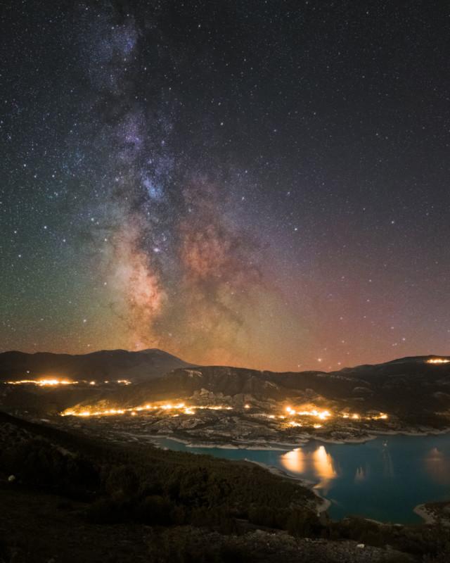Những bức ảnh thiên văn đẹp mê hồn này được chụp bằng smartphone - Ảnh 10.