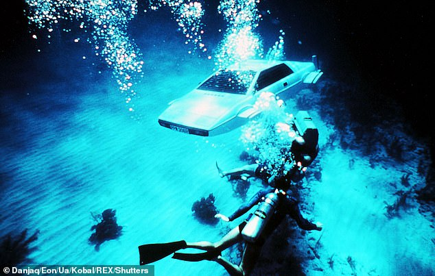 James Bond vùng quê gắn ống thở cho Range Rover Classic rồi lái dưới nước như tàu ngầm - Ảnh 4.