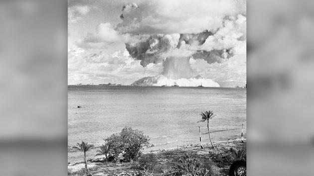 Tại sao bom hạt nhân phát nổ tạo thành đám mây hình nấm? - Ảnh 2.