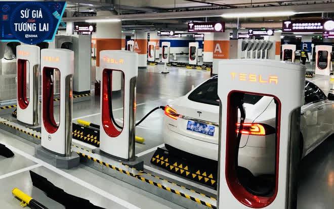 Hãng xe điện số 1 thế giới tăng giá ở quê nhà, giảm giá ở Trung Quốc: Dại dột!? - Ảnh 2.