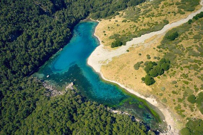 Chiêm ngưỡng hồ nước ngọt sạch nhất thế giới mà con người từng biết đến - Ảnh 1.