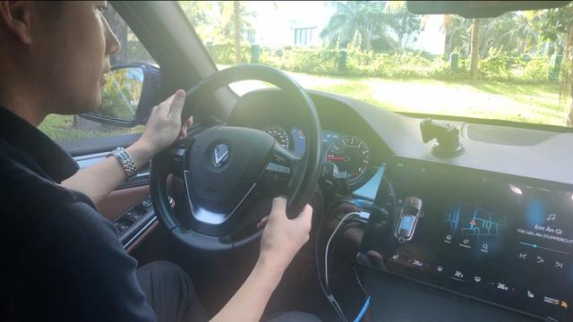 VinFast thử trợ lý ảo như Mercedes: Từ kể chuyện hài, đọc báo cho đến tự giảm nhiệt độ khi kêu nóng - Ảnh 1.