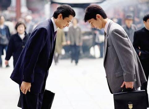 Tinh tinh đang phát triển phép lịch sự và lễ nghi giống với xã hội loài người - Ảnh 1.