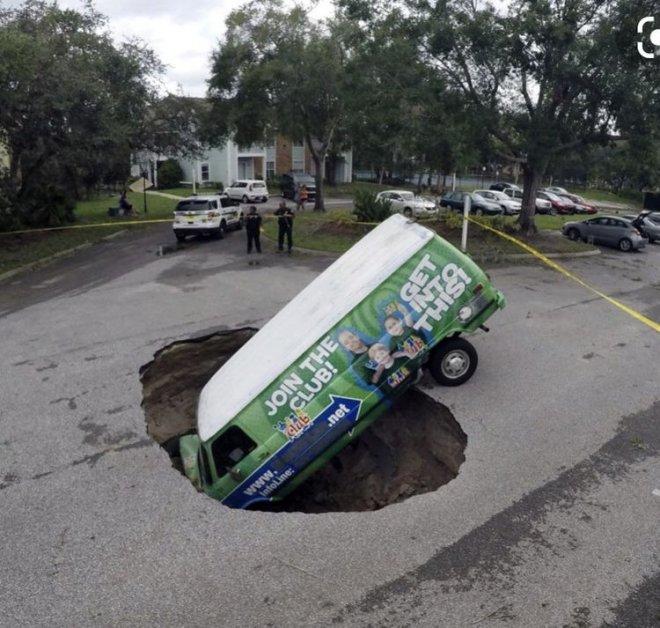 Những con đường xấu xí nhất quả đất - nhìn là chỉ muốn vác xe lên vai chạy bộ còn hơn! - Ảnh 8.
