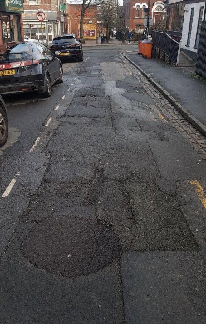 Những con đường xấu xí nhất quả đất - nhìn là chỉ muốn vác xe lên vai chạy bộ còn hơn! - Ảnh 6.