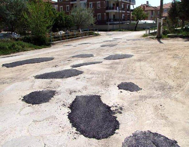 Những con đường xấu xí nhất quả đất - nhìn là chỉ muốn vác xe lên vai chạy bộ còn hơn! - Ảnh 3.