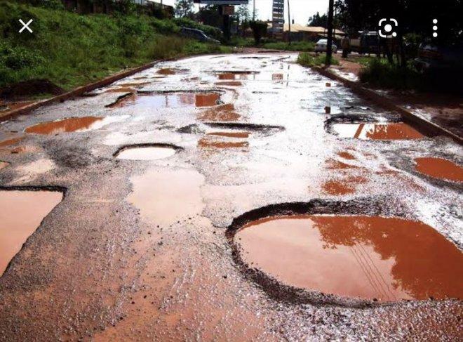 Những con đường xấu xí nhất quả đất - nhìn là chỉ muốn vác xe lên vai chạy bộ còn hơn! - Ảnh 16.