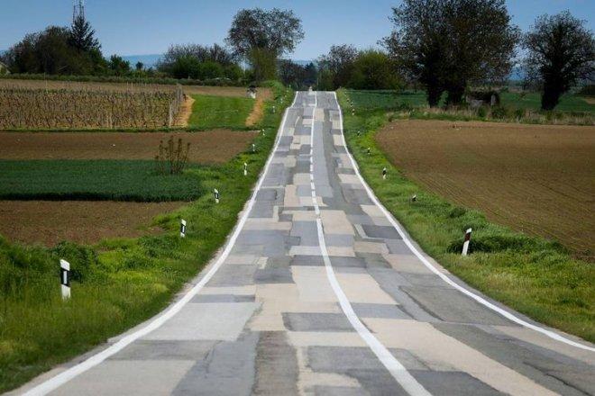 Những con đường xấu xí nhất quả đất - nhìn là chỉ muốn vác xe lên vai chạy bộ còn hơn! - Ảnh 11.