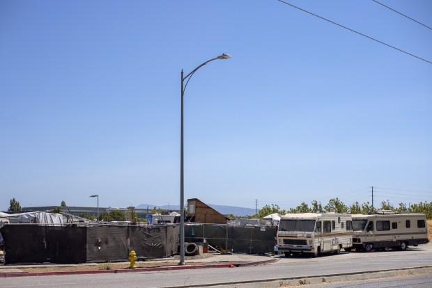 Một khu ổ chuột đã mọc lên trên đất của Apple ở Thung lũng Silicon - Ảnh 3.