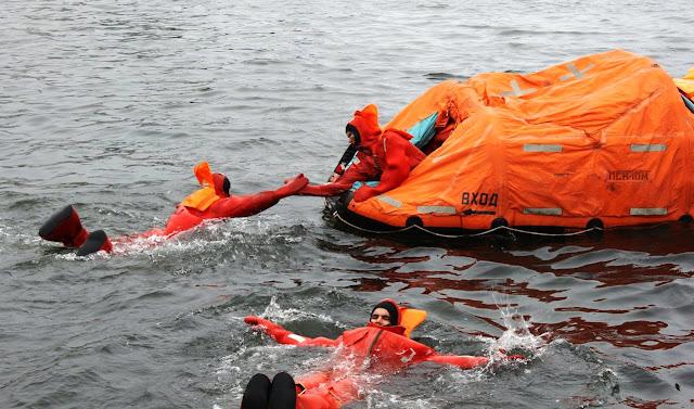 Thủy thủ tàu ngầm Nga huấn luyện thoát hiểm khi tàu chìm như thế nào? Đây là chia sẻ của bác sỹ tâm lý trong hải quân Nga. - Ảnh 13.