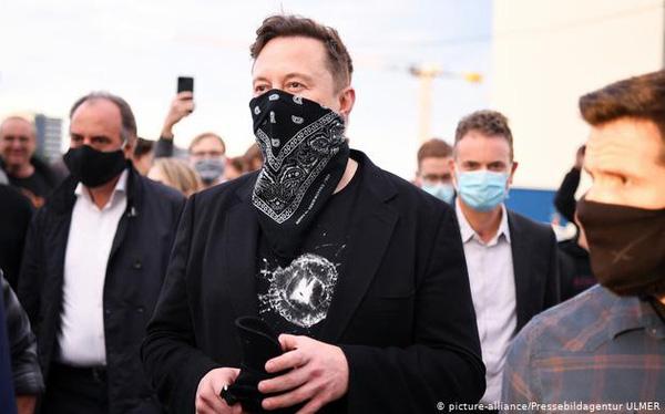 Elon Musk gây bão mạng xã hội khi tweet chê Taliban không đeo khẩu trang - Ảnh 1.