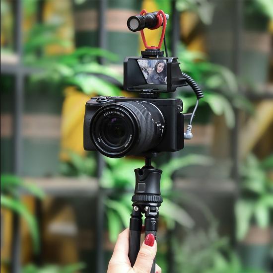 Chiếc gương 110k này giúp bạn quay vlog dễ dàng kể cả với máy ảnh không có màn hình xoay lật 180 độ - Ảnh 5.