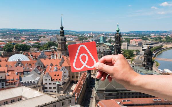 Bị Covid-19 vùi dập khiến 80% hoạt động kinh doanh biến mất sau 8 tuần, có lúc tưởng chết, Airbnb đã hồi sinh thần kỳ ra sao? - Ảnh 1.