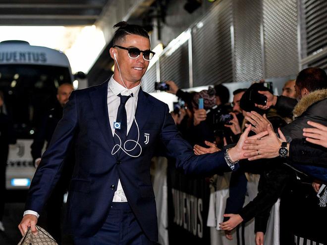 Tài sản 500 triệu USD nhưng Ronaldo vẫn nghe gọi bằng điện thoại Trung Quốc đời cũ, dùng vài năm vẫn không chịu lên đời - Ảnh 3.
