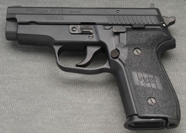 Súng ngắn SIG Sauer P229 chuyên được sử dụng bởi các mật vụ Mỹ