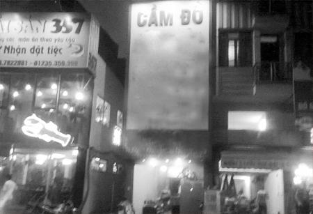 """Cửa hiệu cầm đồ nhận """"cầm"""" sim đẹp trên đường Nguyễn Khang (Cầu Giấy - Hà Nội)"""