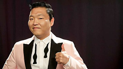 Nhờ Youtube, Psy trở thành một hiện tượng nổi tiếng toàn cầu, và thước đo của sự nổi tiếng bằng pageview của Youtube.