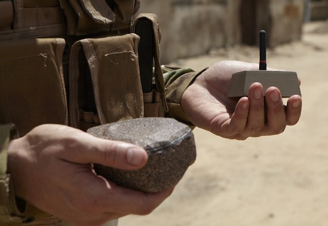 """""""Đá trinh sát"""" hứa hẹn là công nghệ theo dõi bí mật mới của quân đội Mỹ."""