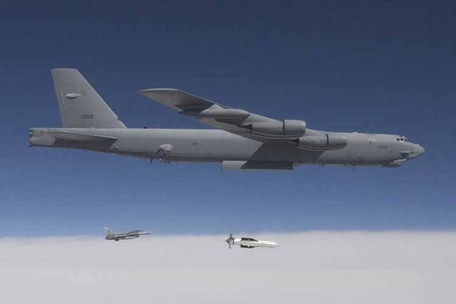Pháo đài bay B-52 của Không quân Mỹ cũng là loại máy bay từng được sử dụng để thử nghiệm bom xuyên phá GBU-57, kết quả cho thấy những tính năng của loại bom xuyên phá này đã có điều kiện thể hiện uy lực của nó, nhưng báo chí Mỹ cũng cho biết khả năng GBU-57 được sử dụng trên B-2 sẽ mang lại hiệu quả lớn hơn nhiều.