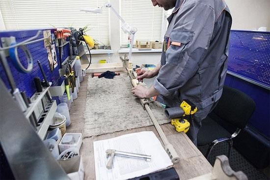 Sau quá trình sơn và lắp ráp hoàn thiện. Các chuyên gia của phòng kiểm soát công nghệ sẽ kiểm tra hoạt động và đưa ra kết luận khẩu súng có đủ tiêu chuẩn xuất xưởng hay không.