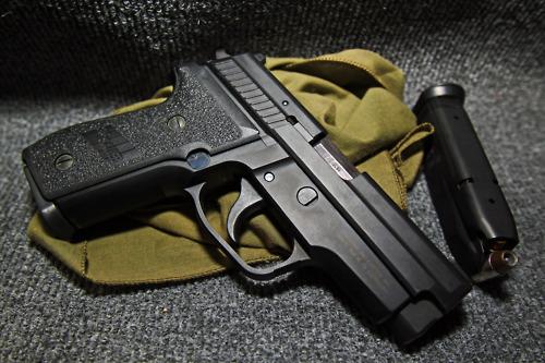 Với những ưu điểm về tốc độ, SIG Sauer P229 là vũ khí ưa thích của các mật vụ.