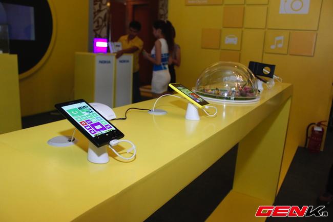 Lumia 1520 chính hãng có giá gần 16 triệu đồng, cho đặt hàng từ 8/11