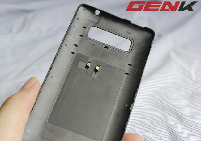 Cảm biến NFC trên vỏ của Desire 600.