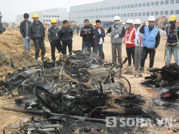 Nhiều xe máy bị đốt cháy