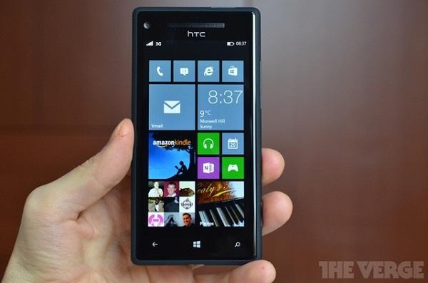 Cho tới giờ, Microsoft vẫn chật vật để tạo ra lợi thế cho Windows Phone trong cuộc lật đổ Android và iOS. Câu trả lời có thể chính là công nghệ cảm biến chuyển động đột phá trên Xbox 360 và Xbox One: Kinect.